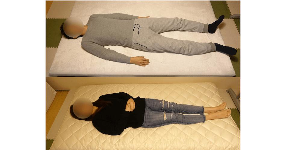 高反発マットレスに寝ている人